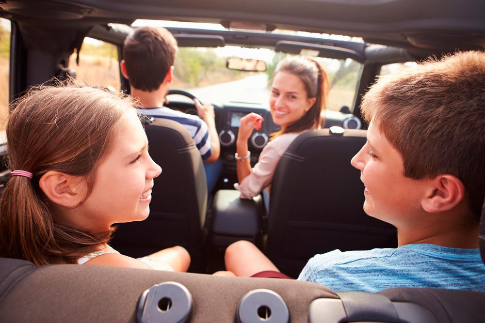 entretener a un niño durante un viaje